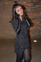 black star print Zara dress - black long gloves Monton gloves