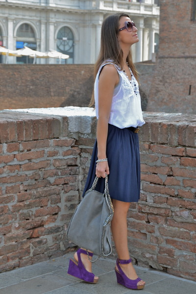 purple yin wedges - silver Stella Mc Cartney bag - navy H&amp;M skirt