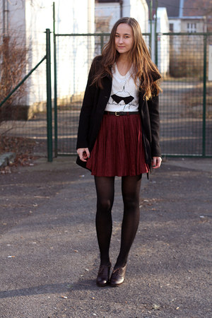 crimson Romwecom skirt - black Stradivarius coat - white Zara t-shirt