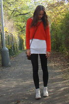red Sweater sweater - black leggins leggings - white Tee t-shirt - white Sneaker