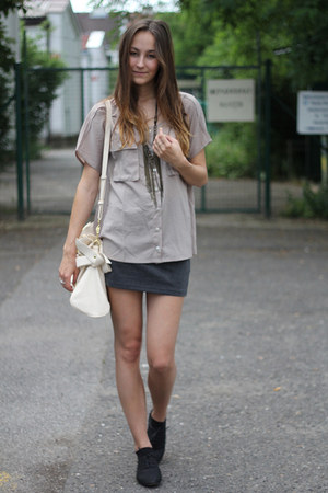 tan thescarletroomcom shirt - black dash44pl shoes - beige vj-stylecom bag