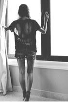 denim abercrombie & fitch shorts - black diy H&M t-shirt - Zara heels