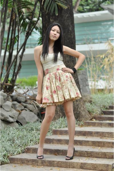 beige XOXO blouse - The Glam Republic skirt - BCBGgirls shoes - black accessorie