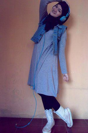 silver dress - blue vest - black tights - Converse shoes