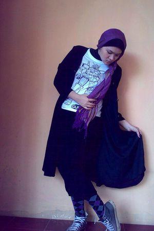 black coat - purple scarf - white t-shirt - purple pants - tights - Converse sho