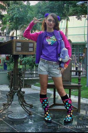 purple Miss Young cardigan - purple Miss Young t-shirt - blue Miss Young shorts