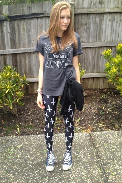 09766e2e77195 Gray Thrift Shirts, Black BlackMilk Leggings, Blue Converse Sneakers ...