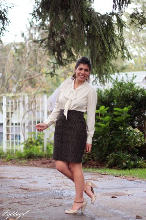 bow blouse vintage top - seychelles heels - snakeskin Tahari skirt
