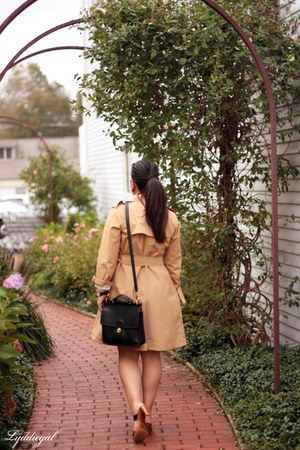 black station coach bag - camel trench London Fog coat - salmon Gap top