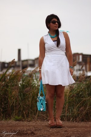 kohls dress - charm & luck bag - Betsey Johnson sunglasses - Ciao Bella sandals