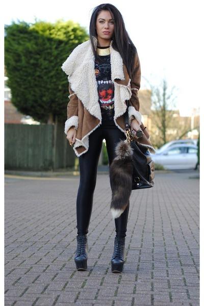 brown HAUTE DEMAND coat - black Marc B bag