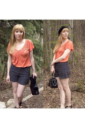 H&M hat - no brand shirt - Vintage CL America bag - H&M shorts - Enzo Anglioni s