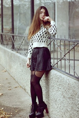 off white Boohoo sweater - black tights - black Bershka skirt - black heels