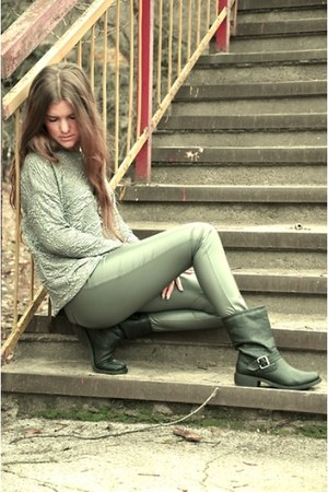 H&M boots - Zara t-shirt