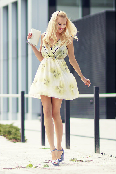 lime green Guess dress - sky blue Guess wedges