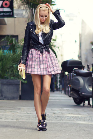 light pink Love Clothing skirt - black Adidas sneakers