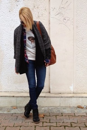 Zara t-shirt - Guess jeans - New Yorker shirt - H&M bag - Zara cardigan