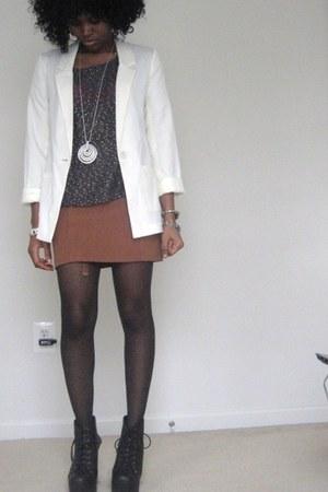 black boots - beige hm blazer - nude hm skirt