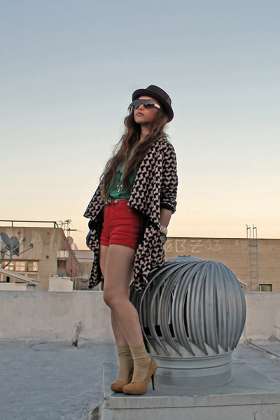 felt hat Urban Outfitters hat - f21 blazer - f21 shorts - mustard pumps f21 heel