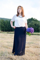 navy Coqueta skirt - white H&M t-shirt