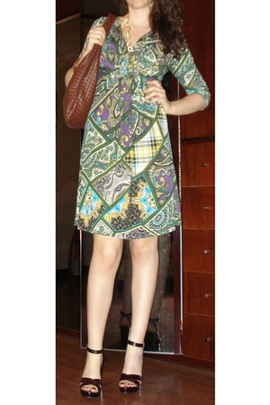 Fantasy Print Dress - Brown Purse - Brown Wedges - necklaces - Gold Bangle