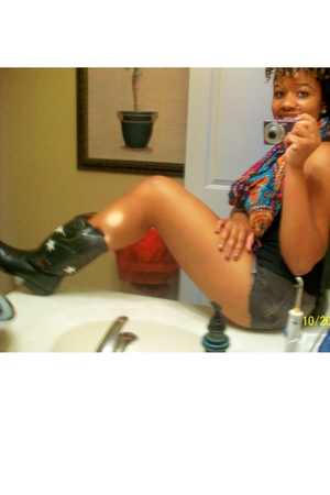 delias scarf - Forever 21 t-shirt - Bullhead shorts - Nine West boots