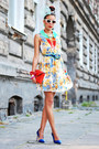 Floral-prints-london-look-dress-red-medusa-bag