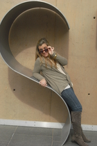 beige Zara sweater - brown pull&bear boots - gold Forever 21 belt - Zara jeans -