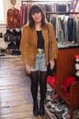 Vintage-boots-suede-vintage-jacket-thrifted-vintage-bag-levis-shorts