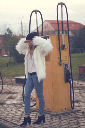 Zara boots - H&M jeans - faux fur Bershka jacket - Mango blouse