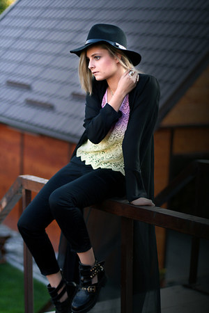cut out BBup boots - wool H&M hat - slim fit Mango pants - sheer vintage cape