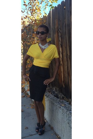 yellow infinity shirt shirt - black pencil skirt skirt - black heels