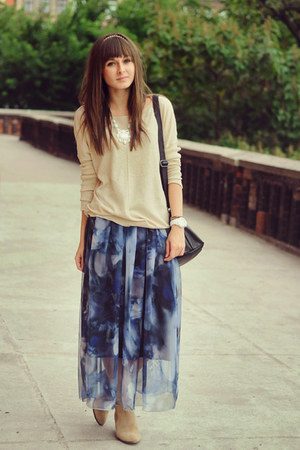 blue romwe skirt - cream reserved sweater