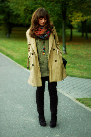 beige H&amp;M coat - black reserved jeans