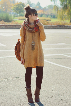 mustard Cubus sweater