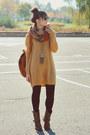 Mustard-cubus-sweater
