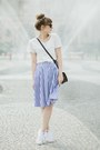 Blue-romwe-skirt-ivory-sinsay-top-white-converse-sneakers