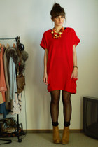 camel Stradivarius boots - ruby red Romwecom dress