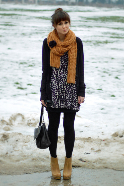 black H&M top - burnt orange Zara scarf