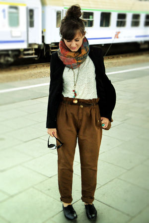 black Deichmann shorts - brown Zara pants