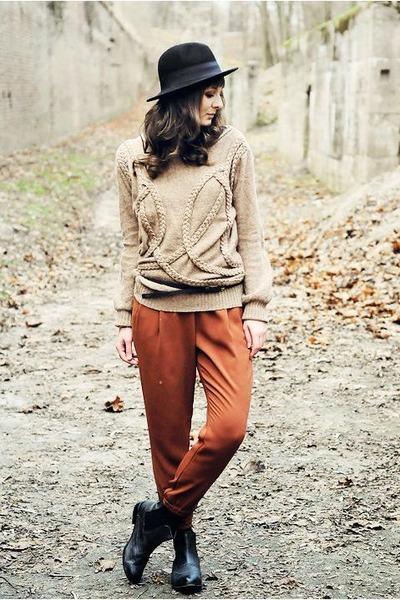 black La Redoute boots - black H&M hat - camel romwe sweater