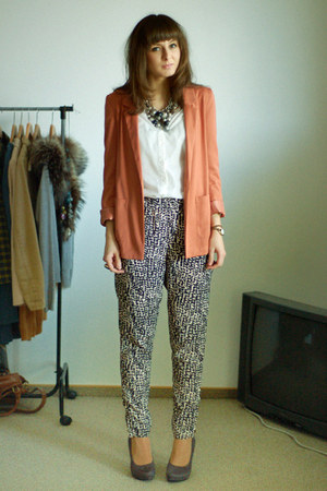 salmon H&amp;M blazer - white H&amp;M shirt - heather gray H&amp;M pants - heather gray Deic