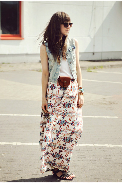 cream Stradivarius skirt