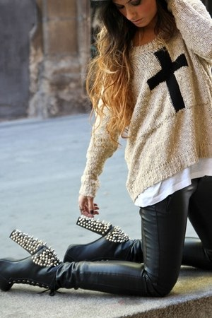 tan sweater - black boots - black pants