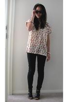 pink Zara t-shirt - black heels random shoes - black wayfarers rayban sunglasses
