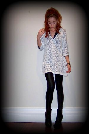 white vintage top - black MinkPink leggings - black boots