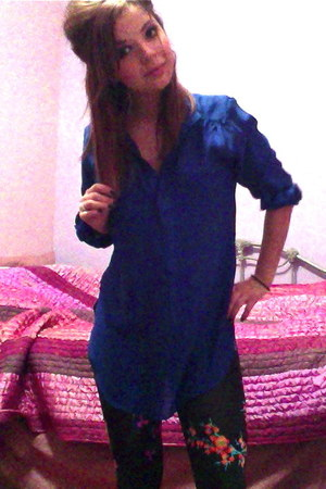 blue silk Akira shirt - black Versace for H&M leggings