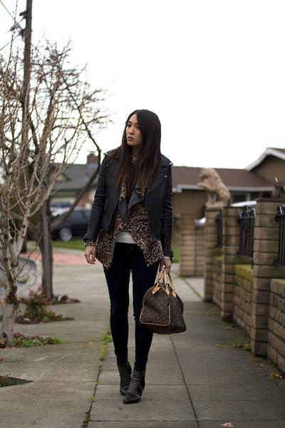 dark brown Louis Vuitton bag - navy jeggings American Eagle jeans