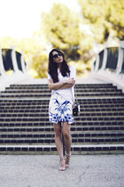blue ink print cameo skirt - white Dailylook t-shirt