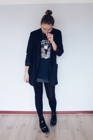 black rock Missguided t-shirt - black patent leather asos boots